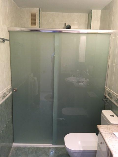 Mampara de ducha vidres vitrobisel cristaleros en cambrils for Mamparas de ducha semicirculares 75x75