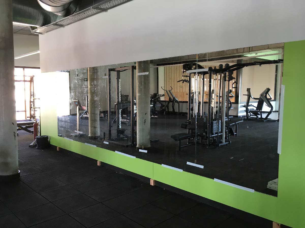 Espejos de gimnasio vidres vitrobisel cristaleros en for Espejos para gimnasio